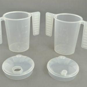 Drinkbeker met platte handgrepen en twee tuitdeksels